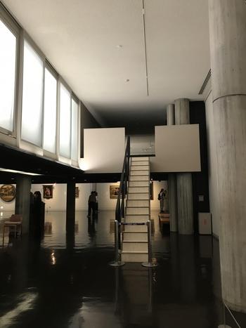 彫刻や絵画だけでなく、建物自体の美しさや建築へのこだわりを感じられる美術館は、一見の価値ありです。