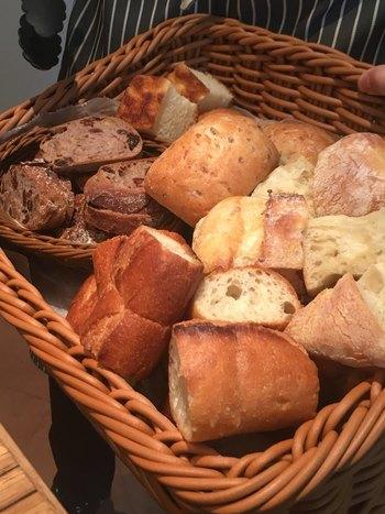 さらに嬉しいのは、ランチのパンがおかわりし放題ということ!種類も豊富で、あれこれ食べたくなっちゃいそうです。