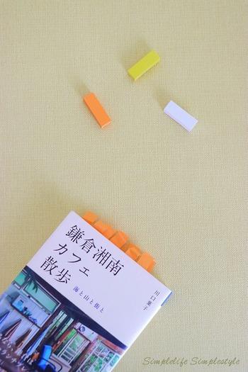 ブロガーさんたちの間でも、リピート買い続出なのが「プチ付箋」です。小さくて扱いやすいため、スケジュール帳やカレンダーの印にしたり、しおり代わりに貼って使うアイデアも。