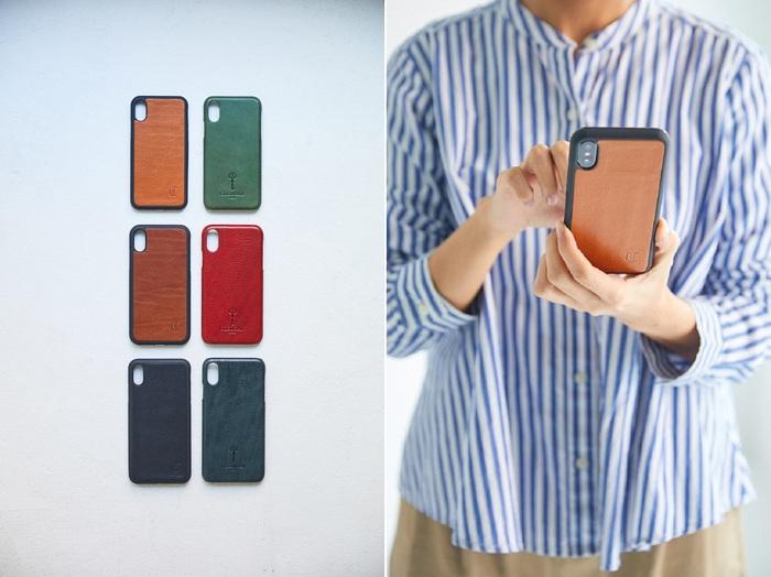 手に触れる時間が長いスマートフォンは、ケースの触れ心地にもこだわりたいもの。オイルをたっぷり含んだ牛革に包まれたiPhoneケースは、iPhone 6/7/8/xシリーズ各種に対応。しっとりとした質感で手になじみます。