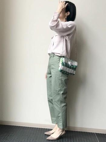 今年らしいレトロな雰囲気が漂うバッグもおすすめ。シンプルなコーデには、個性的なバッグもさりげなく馴染ませることができますよ。