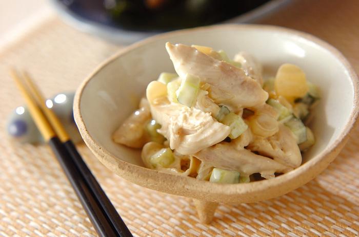らっきょうと肉の組み合わせって意外とよくあいます。こちら、鶏ささ身、らっきょう、きゅうりをマヨネーズと醤油のソースであえて作るサラダは、食感も良く味も◎の簡単美味しいレシピです。
