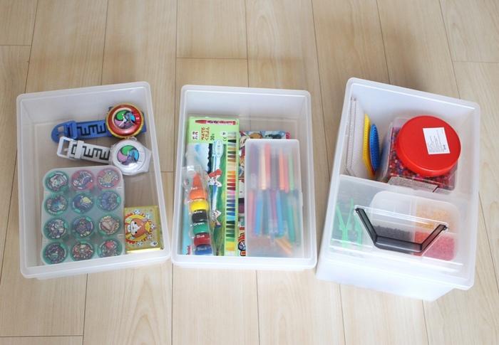 こちらのブロガーさんのように100均のケースと組み合わせて収納すれば、バラバラになりやすいおもちゃもスッキリとまとめることができます。ロック付きでしっかり蓋が閉まるので、ほかの部屋へ持ち運ぶ時も便利です。散らかりがちなおもちゃの収納方法にお悩みの方は、さっそく無印良品のキャリーボックスを取り入れてみませんか?