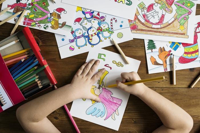 その他にも、子どもが好きな遊びを、童心にかえって一緒に楽しむというのもいいですね!女の子だとビーズアクセサリー作りや、塗り絵などが好きな子も多いですよね。子どもの目線になって遊んでいるうちに、自分も楽しめる新たな趣味を見つけられるかもしれませんよ!