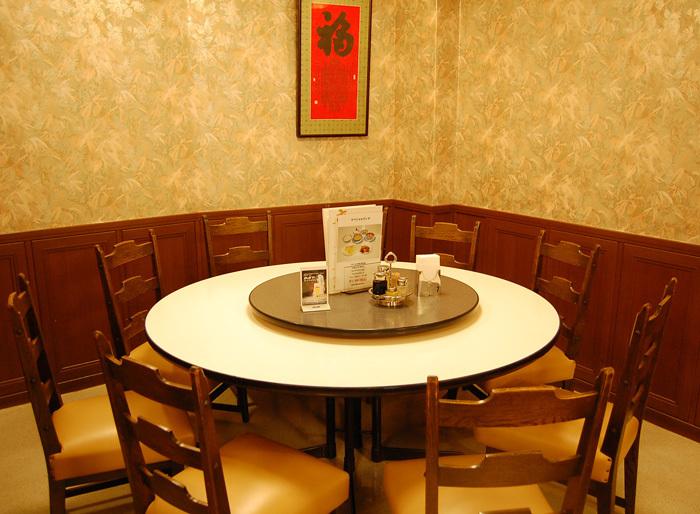 神戸大丸の向かいにある、老舗中華料理店。本格的な広東料理を堪能でき、中華街のある元町の中でも長く愛され続けているお店です。