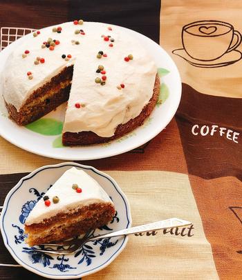 コーヒー好きな人には、こちらの「コーヒーケーキ」もおすすめ。ほんのり香るコーヒーの香りが甘さを引き立ててくれます。さらに、ヨーグルトクリームを合わせて本格的な仕上がりに。