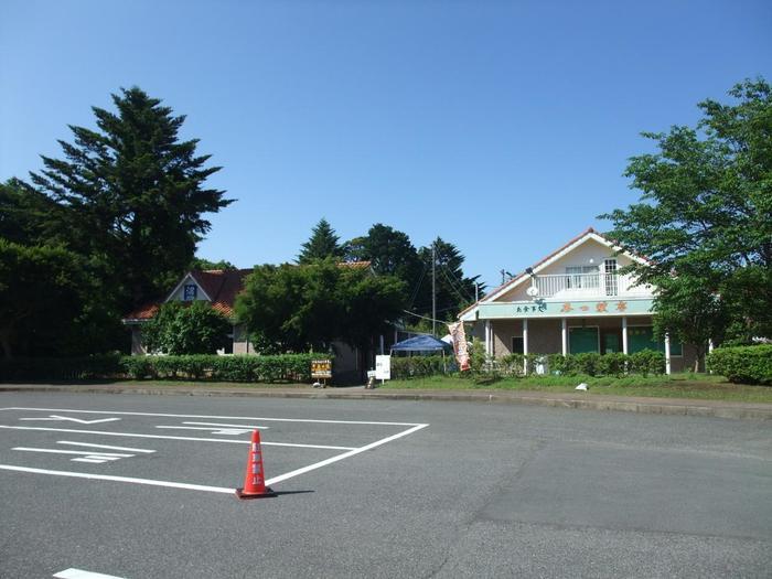 駐車場は、お土産センターがある第一駐車場の他、第二駐車場と第三駐車場もあります。第一駐車場が滝に行くのに一番近くて便利ですが、ホタル、紅葉の時期などは混雑するので、その辺りの休日に訪れる場合はなるべく早めが良いかも。