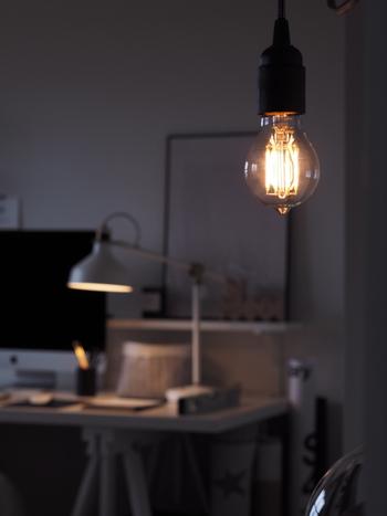 すべてのお部屋の照明を均一に明るくしようとせず、場所と用途に合った明かりにすることで、目にも心にも、穏やかな照明を実現することができるんですね。