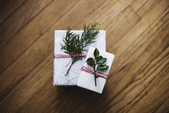 友人や家族へのプレゼント、何をあげたら喜ぶかなあと悩むことがありますよね。そんな時はオンラインストアがおすすめです。プレゼントにおすすめの商品が紹介されていたり、プレゼントと一緒にメッセージカードをつけられたりします。可愛いラッピングをしてくれるオンラインストアもありますよ!