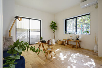 ダイニングテーブルがなければ、LDKを遮る家具が減り見通しの良い空間がつくりやすくなります。