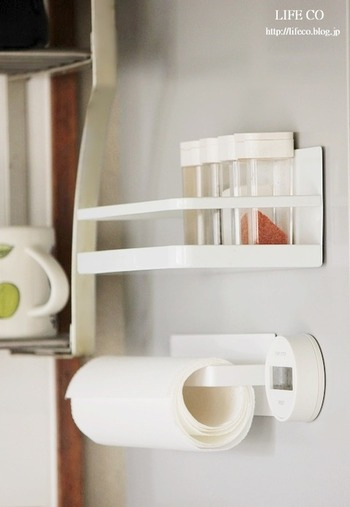キッチングッズも白にこだわれば、統一感が生まれスタイリッシュな雰囲気に。