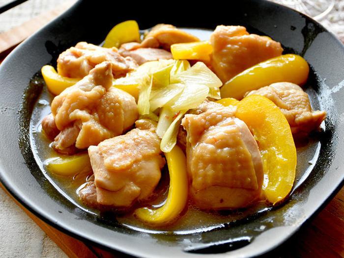 パプリカの色合いが爽やかなこちらの「鶏もも麻辣醤焼き」も、「圧力調理バッグ」で叶う時短メニュー。  にんにくも入っているので、さっぱりとした味わいながらもスタミナばっちりです。実は、隠し味に、マーマレードを加えることで、このさっぱりとした味わいが実現するんだそう。華やかなメニューなので、お弁当にもぴったりです。