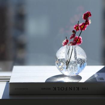 小さな枝物の花は実は行けるのが難しかったりしますが、ferm LIVINGのBubble Glass (バブルグラス) があればその悩みは簡単に解消されます。