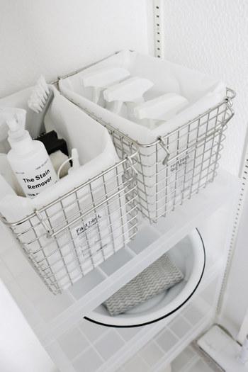 数の多いお風呂の掃除道具を、ステンレスのバスケットにまとめてすっきり。 内袋を付けておくと、細かいものが落ちることもありません。