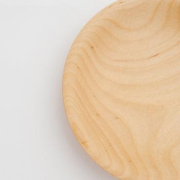 木が持つ素材の暖かみをどう形にするか常に追求して作られたアイテムは、木の優しい質感を楽しめるだけでなく、長く使うほどに変化していく天然木特有の味わいを感じることができます。