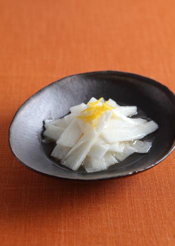 こちらは長芋の浅漬けです。柚子の香りでさっぱり風味、お酒のおつまみにもおすすめ。最低でも10分漬ければ美味しくいただけるので、あと一品おかずが欲しいときにもどうぞ♪