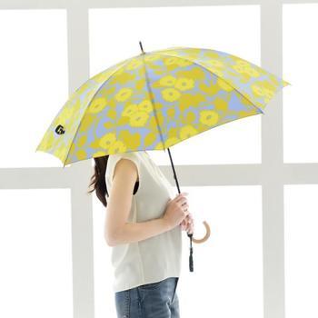 雨が降ると、何となく憂鬱な気分になってしまいますよね。でも、持つだけでテンションが上がるような、素敵なレイングッズがあれば、きっとそんな雨の日も楽しめるかも。  今回は、大人女子におすすめのレイングッズを、アイテム別にご紹介します。
