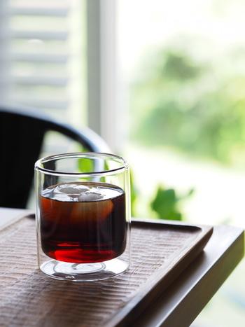 ダブルウォールグラスは、ドリンクを保冷、保温、両方に使える優れもの。結露がつきにくく、快適な使い心地も人気の秘密です。