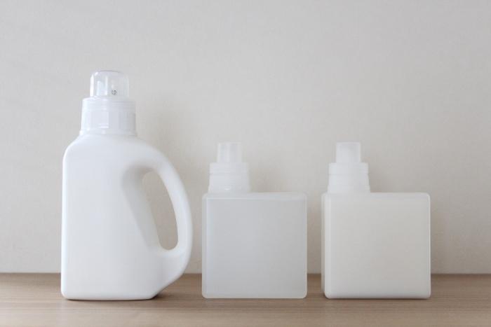 シンプルな詰め替え容器の定番、無印良品。多くの人が洗剤の詰め替え容器に選んでいるのが「入浴剤・バスソルト用詰替容器」です。シンプルで収納しやすいかたちはとても魅力的ですよね。ただ、こちらの容器は粉末専用となっているので、粉末洗剤の詰替え時にチョイスしたい容器です。