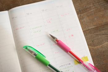 1日の「やることリスト」をつくるのもおすすめ。どんな小さなことでも、今日のうちにやっておきたいことをメモしておきます。書き出すことで、漠然としていた頭がすっきりと整理されていき、やるべきことをスムーズに達成することができるはずです。  あらかじめスケジュール調整しておくと、1日を余裕を持って過ごすことができそうですね。