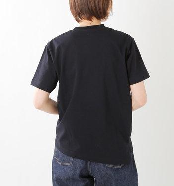 夏の定番アイテムでもある「Tシャツ」。今年はちょっとゆったりした、ビックシルエットが大人っぽくて素敵。一枚でもさまになる今年らしい一枚を探そう。