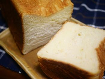 ここの名物が「デニッシュ食パン」。芳醇なバターの香りが特徴で、一度食べたらやみつきになるそう。営業時間は売り切れるまで…と早々に完売してしまう日も。屋台を見つけたら、ぜひ足を止めてみてくださいね。