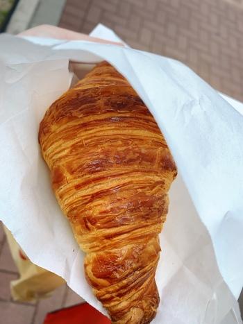 数あるパンの中でも「クロワッサン」は、別格のおいしさと評判。発酵バターを使用し、外はサクサク中はふんわりとした独特の食感はここでしか味わえません。