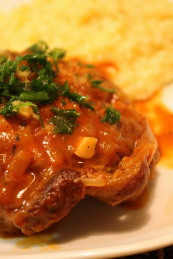「北イタリア」はアルプスの山麓にあり、酪農が盛んです。寒いので、肉の煮込み料理や特産のバターなどを使った濃厚な料理が好まれます。また、穀倉エリアで小麦がよく獲れるので、保存の必要がなく、生パスタを伝統的によく食べます。