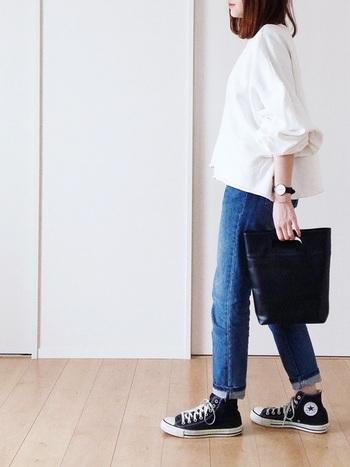 カジュアルスタイルに大人っぽい抜け感をプラスできる「ロールアップ」は、シンプルな装いが多くなる春夏シーズンにこそ取り入れたいアレンジテクです。 今回ご紹介した素敵なコーディネートをヒントに、いつもの春夏コーデをおしゃれにアレンジしてみませんか?
