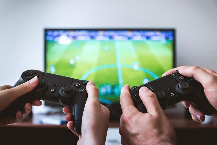「なんとなく」の食欲は、言葉どおり「なんとなく」ですから、「退屈」が原因の場合も考えられます。集中できる別の何かをして、気を紛らわせてしまいましょう!ゲームに熱中すれば、ひととき忘れて楽しめそうですね。ストレス解消にもなったら一石二鳥です。他にも、趣味やスポーツ、ドラマや映画などを見るのもおすすめです。