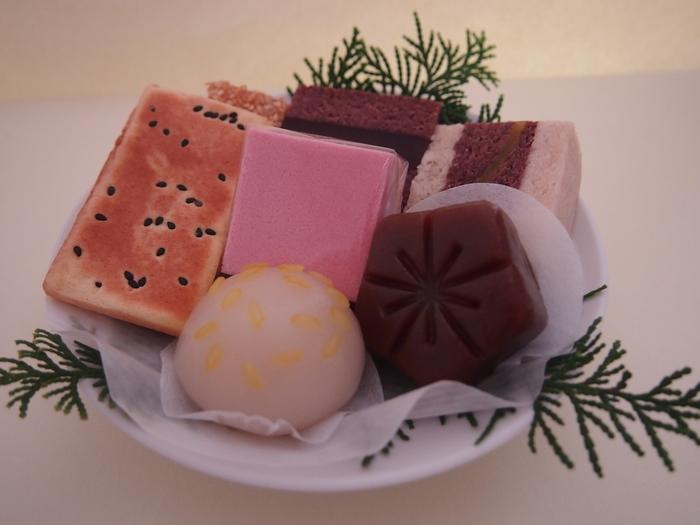 江戸時代末期に御所に納められていた嘉祥菓子を元に作られた「嘉祥菓子7ヶ盛」は、嘉祥の日にいただくのにぴったり。大勢で集まるシーンでいただきたいですね。