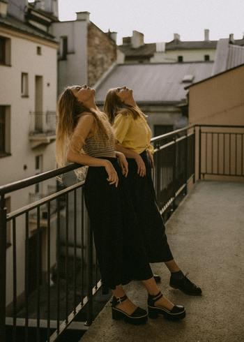 すぐに歩くことができないときは、深呼吸をしてリラックスをしてみましょう。深呼吸はストレス解消にも役立ちます。ひと呼吸して落ち着いてみたら、食べたい気持ちを忘れてしまうかも?