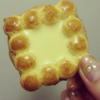 ホワイトチョコレートが流し込まれた『パールチーズ』。