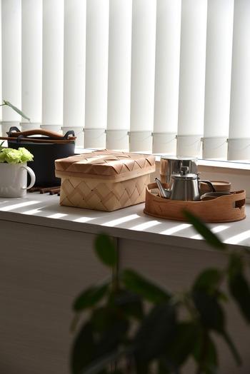 リビングやキッチンは特に細々としたモノが集まりやすいエリアです。出しっぱなしになっているモノたちは、そこで使われることが多いからそのままになっているモノたちです。