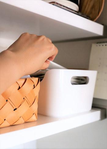 郵便物や学校からのプリントなど、後で読もうと思ってつい机の上に放置してしまうこと、よくありますよね。でも、それが乱れて見える元。書類は決めた場所にとりあえず、どんどん放り込んで、時間があるときにしっかりチェックするようにしましょう。