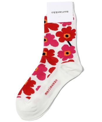 北欧を代表する花モチーフと言えば、「marimekko(マリメッコ)」のウニッコ柄。インパクトのあるソックスは、シンプルなコーディネートのアクセントになります。パンプスやバレエシューズにも合わせやすい適度な厚み。履くだけでうきうき足取りも軽くなるかも♪