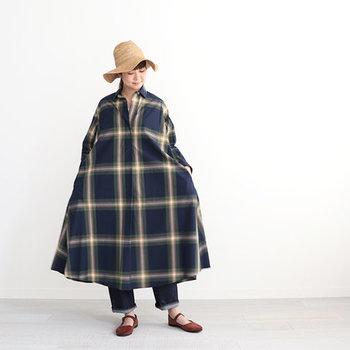 中からキャミソールを覗かせたり、レギンスやデニムをレイヤードしたり…。工夫次第でさまざな重ね着スタイルも楽しめます。裾から軽い素材のロングスカートを見せるのもおすすめ!