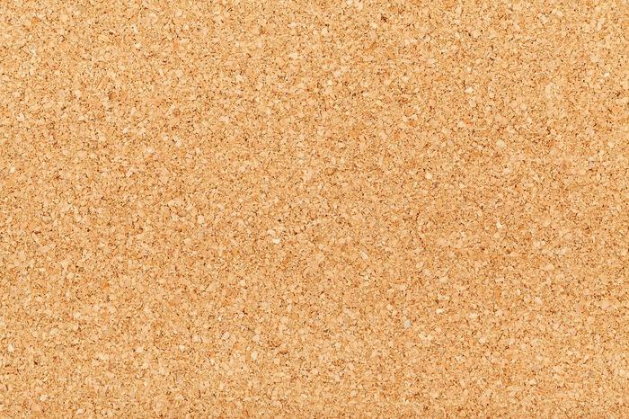 コルクは、吸湿性・速乾性に優れた素材。コルク樫という木の皮から作られているので、水を吸収するのは得意です。珪藻土と同様に、洗濯は不要。珪藻土よりもクッション性があります。おしゃれ感もあるので、バスマットの見た目にもこだわりたい方におすすめです。