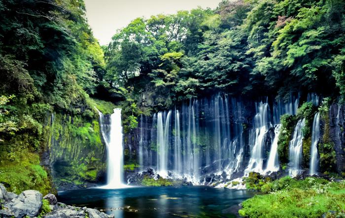 日本全国に点在する「白糸の滝」。水が流れる様や、マイナスイオンたっぷりの空気。そのどれもが、日々の疲れを癒してくれることでしょう。もうすぐ行楽シーズン!体いっぱいにパワーをもらいに、「白糸の滝」を見に、出かけてみませんか♪