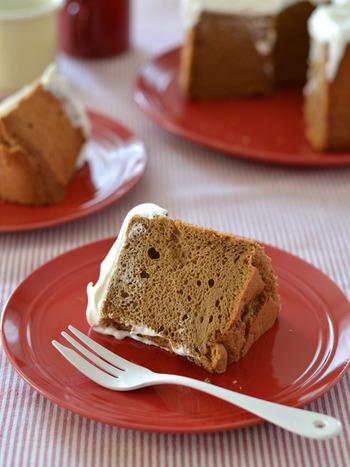 こちらはシフォンケーキにコーヒーをin。インスタントコーヒーを使います。甘さ控えめのケーキですが、練乳入りのクリームでスイーツ感はたっぷり。シナモンの香りも楽しめますよ♪