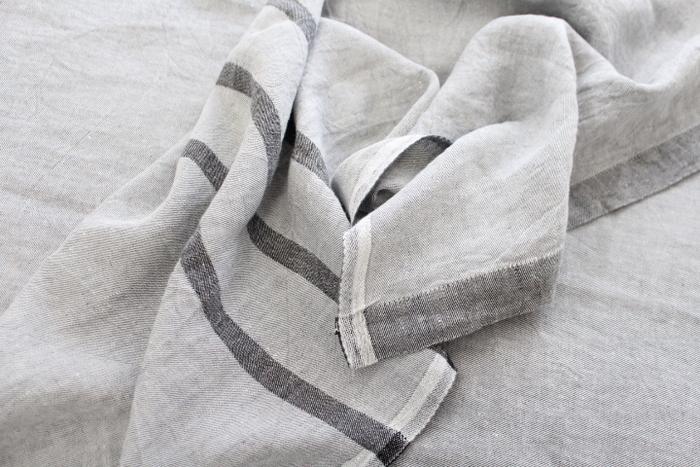 夏は涼しく、冬は暖かい寝具を用意して。リネンは、夏に特におすすめの素材です。しゃりっとしていて肌にまとわりつく感じがなく、寝心地が良いんです。