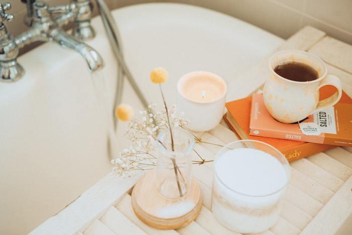 一人だけの空間で、ゆったりと半身浴。一日の疲れが取れてすっきりします。アロマキャンドルを焚いたり、ハーブティーを飲むと、より特別な時間になります。