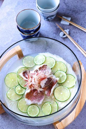 こちらは目にも涼しげなライムと鯛のそうめん♪彩りも綺麗で豪華なので、和のおもてなしランチにもぴったりです。さっぱりした鯛の出汁にライムがよく合いますよ。