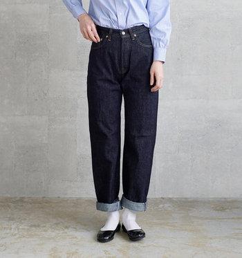 「LENO(リノ)」のストレートジーンズは細すぎず・太すぎずないオーセンティックなデザインが魅力。股上深めですが美しいシルエットを保ち、スッキリとした着こなしが叶います。