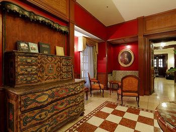 19世紀ウィーンをテーマに、クラシカルな雰囲気の部屋が3タイプ用意されています。部屋は豪奢すぎず、シンプルで暖かみを感じられる内装です。賑やかな大阪を堪能した後にひと息つくにはぴったりのホテルです。部屋は全て禁煙となっています。
