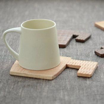 見ているだけでほっと心が和む可愛い「コースター」は、自宅用はもちろんのこと、お友達へのギフトにもおすすめです。素朴であたたかみのある木のテーブルウェアは、和洋どちらの食卓にも上品にマッチして、食事やお茶の時間を素敵に演出してくれます。