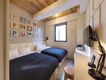 一部屋に4台ベッドと6台ベッドがある客室があり、それぞれ2段ベッド式なのでグループ旅行にもぴったりです。さらに、こちらのホテルには屋上があるので、天気の良い朝に屋上で過ごすのもおすすめですよ。