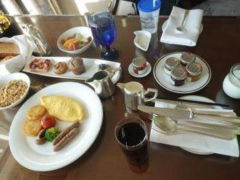 高級ホテルなので身構えてしまいそうですが、「もうひとつの我が家」をお客様に感じてもらうことをコンセプトとしています。そのため、宿泊客が心地よく感じるおもてなしや空間は一流です。ぜひ、心配りに満ちたサービスを味わいに行ってみてくださいね。