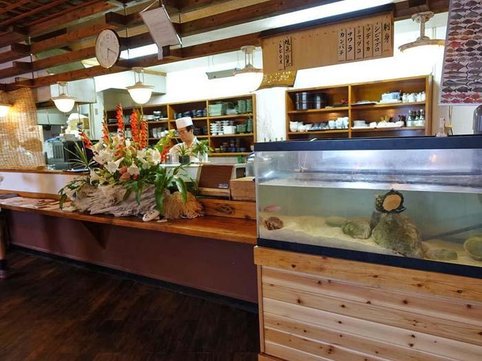 地元の食材にこだわり、与論島・沖縄の郷土料理を提供する「和風郷土料理レストラン ぴき」。ホテル・プリシアンリゾート内にある、高級感たっぷりのレストランです。四季折々の旬の食材を味わえるので、いつ行っても違った楽しみがあります。