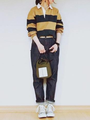 定番デニムもニュアンスカラーのスニーカーをプラスするだけで、トレンド感のあるコーデに仕上がります。